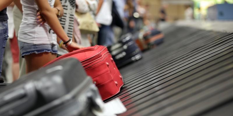 Koffer auf dem Gepäckband