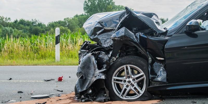 Auto nach schwerem Unfall