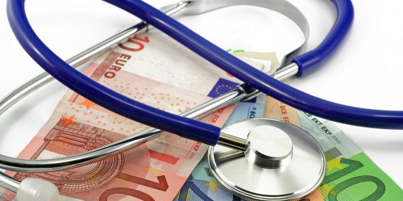 Medizinische Behandlungen nach einem Unfall können teuer werden