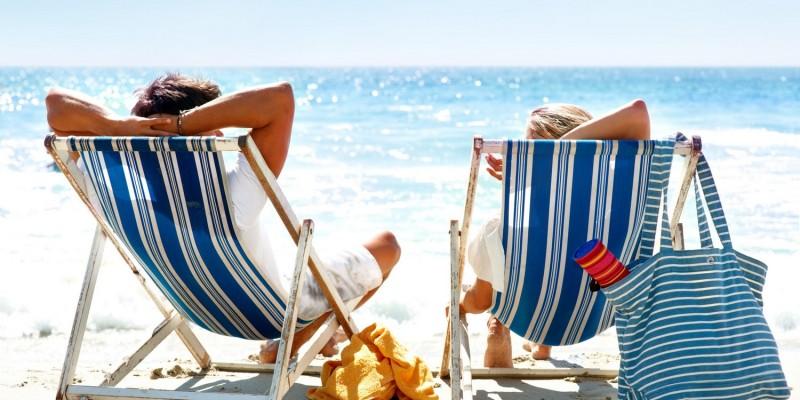 Strandstühle am Meer